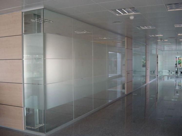 Divisor cm tabiques de aluminio divisores de oficina for Cerramientos para oficinas